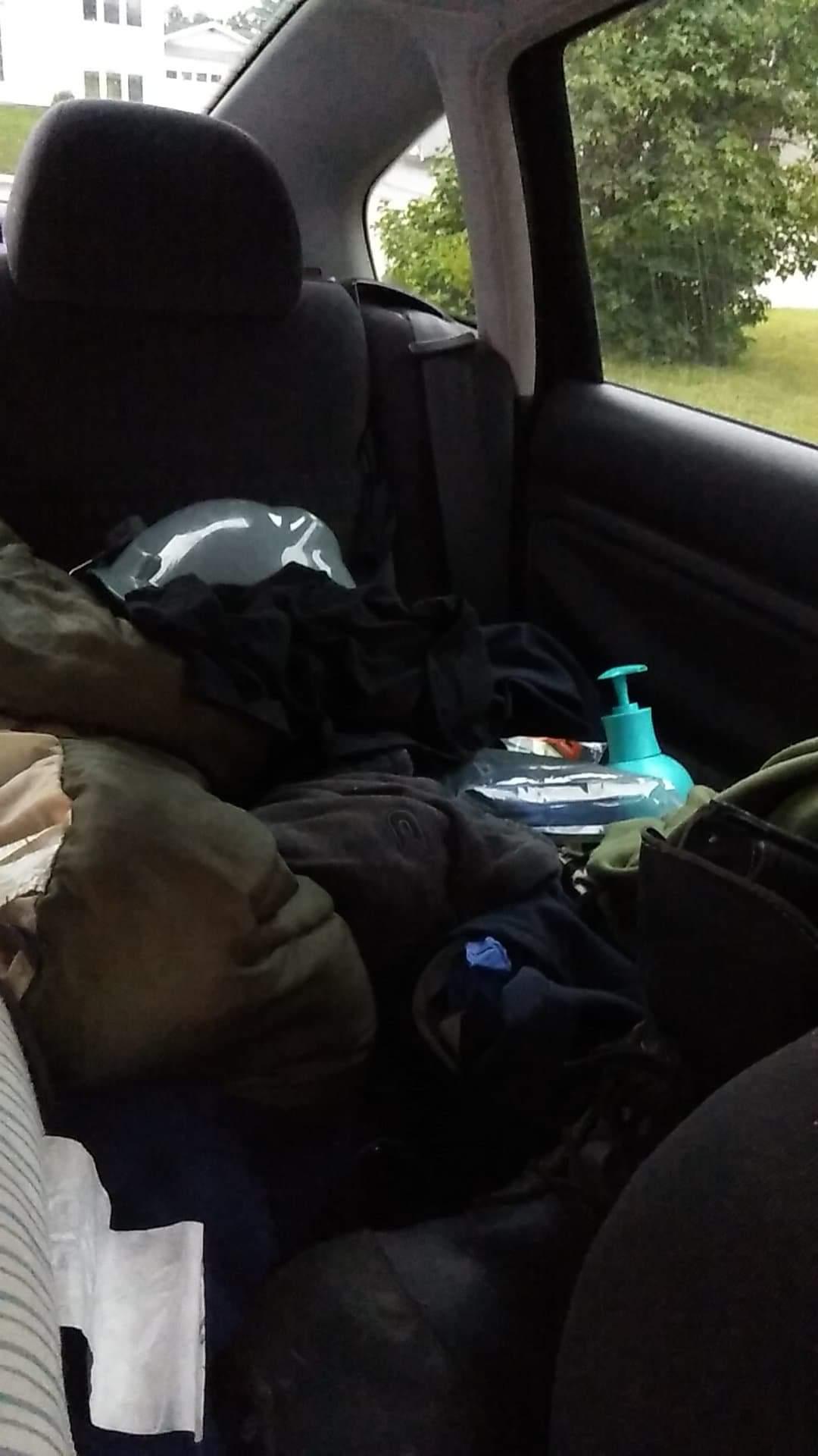 Coin garde-robe vivre dans sa voiture